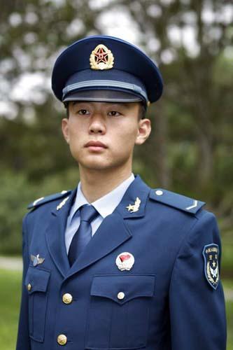 空军部队换装07式新军服 [中国空军杂志社提供]-解放军预备役官兵5月图片