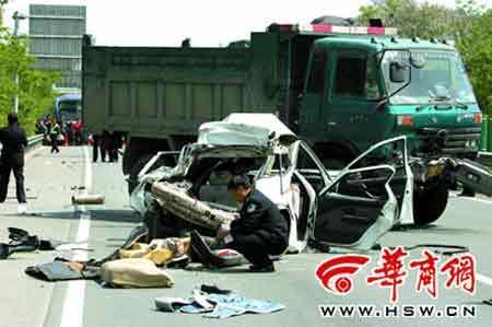陕西发生惨烈车祸两死三伤
