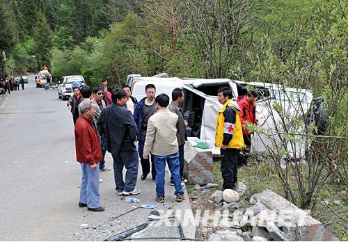 阿坝县人民医院-甘孜赴阿坝抗震救灾医疗队途中发生翻车事故