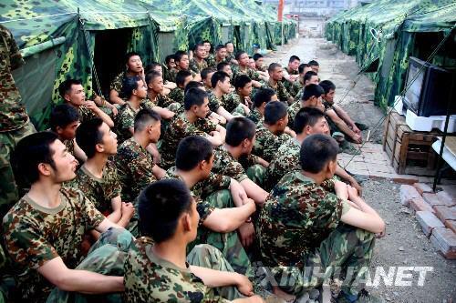 帐篷军营生活——镜头记录抗震一线官兵真实生活