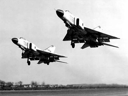 相撞的两架飞机属于沈阳军区的歼八