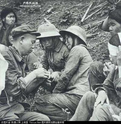 中越战争纪实 活捉6名裸体越南女兵高清图片