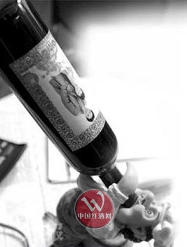 身边很多朋友都是因为红酒可以美颜而恋上它