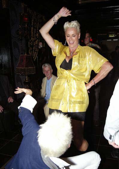 布里吉特·尼尔森夜店狂舞