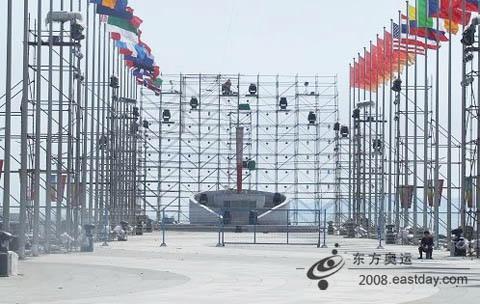 视频  在北京奥运会8日晚隆重开幕后,青岛奥帆赛场将在9日晚举行别具
