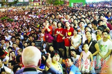 开幕式北京市民欢腾无眠 掌声欢呼声为奥运喝彩