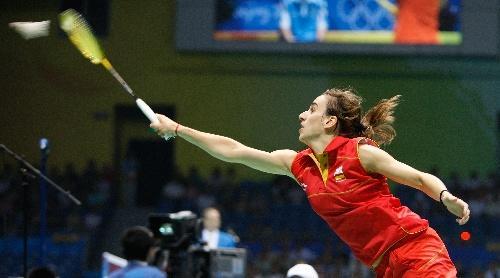 图文:羽毛球女单首轮 网前扣杀