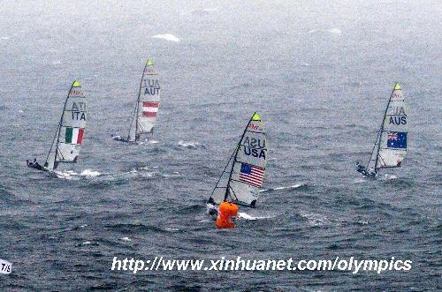 8月17日,北京奥运会帆船快速艇-49人级奖牌轮比赛在青岛举行,丹麦队
