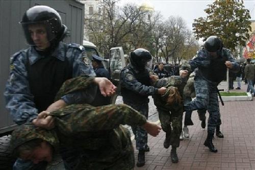 乌克兰军警镇压民族主义活动分子[组图]