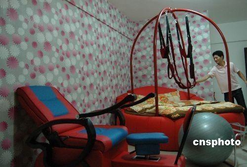重庆性趣电话酒店开业房内配有性器具[主题]南宁推销员情趣内衣组图图片