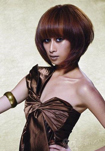 发型模特示范今夏最流行的4款不规则染发发型【www