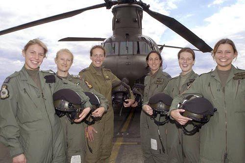 飞行成为生命一部分 各国美女飞行员组图