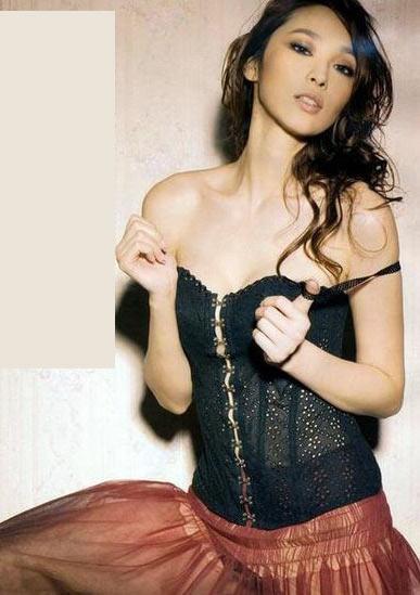 性感美女内衣外穿比拼性感(组图)明星背美怎么练图片