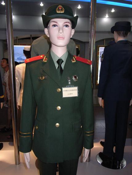 07式武警部队女兵春秋常服-军报 回收07军服是为维护专用性防止滥穿图片