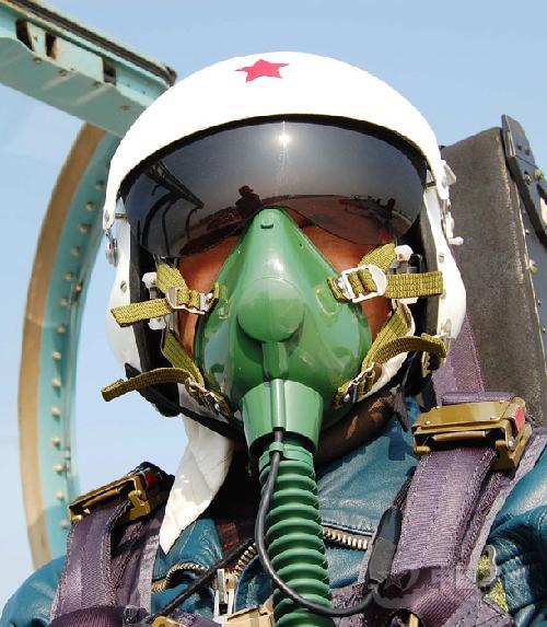 刚毅的中国空军飞行员高清图片