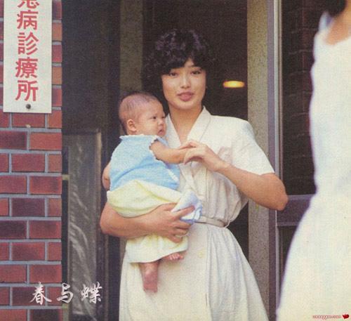 只有婴儿时期的照片-山口百惠长子大学毕业当歌手 首张唱碟卖得火图片