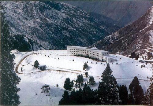 """滑雪胜地斯瓦特山谷,曾被世界各地的滑雪爱好者称为""""南亚瑞士""""."""
