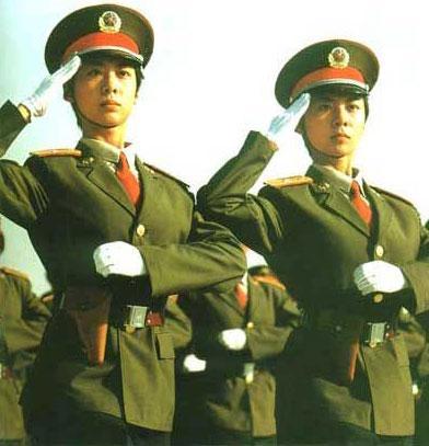 河南姐妹花初步被定为国庆阅兵女兵方阵总领队[组图]
