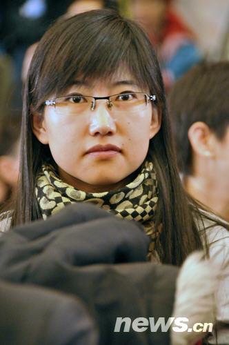两会美女记者风采(15) 陈涛 摄