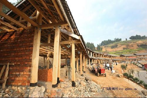 钢木,轻钢结构成为青川农房重建的亮点.