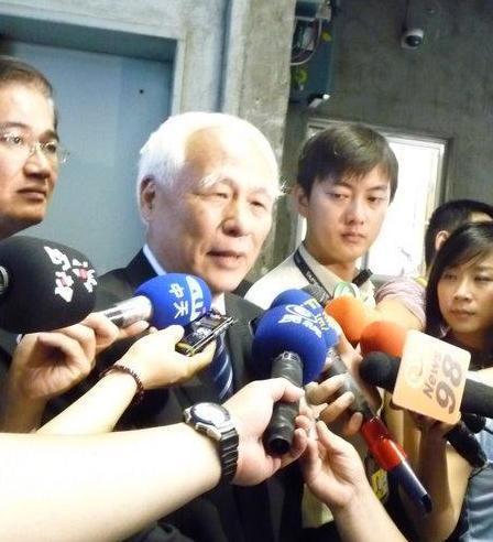 台北市党部主委黄庆林很高兴党中央要救陈水扁.