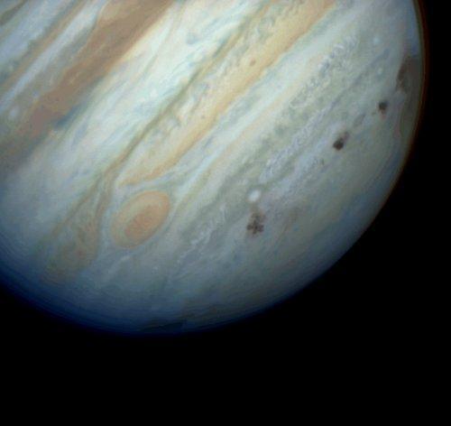 木星被不明天体撞击 形成地球大小黑斑[组图]