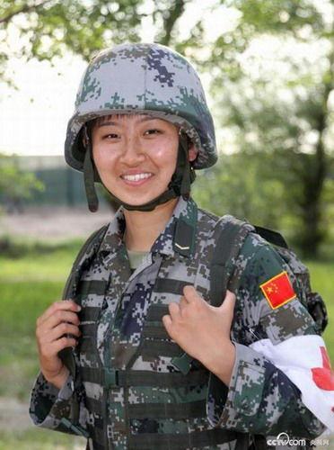 中俄军演解放军女子救护队备受关注[组图]