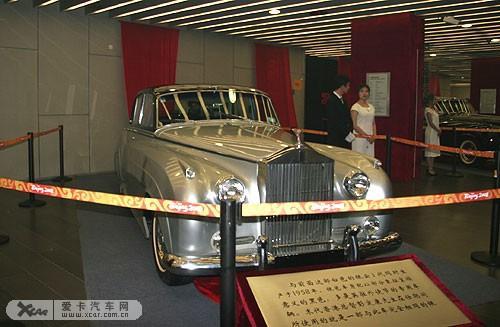 劳斯莱斯古董车齐聚一堂 现身国家体育馆 高清图片