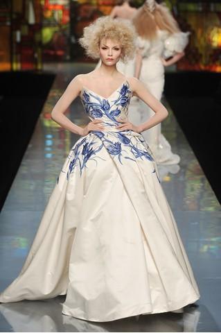 中国元素渗入西方潮流 dior高级定制青花瓷系礼服秀
