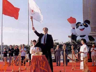 第11届北京亚运会_1990年8月22日上午,江泽民总书记在北京天安门点燃亚运圣火
