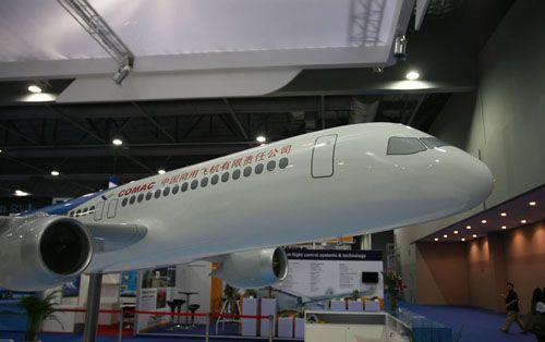 国产大飞机模型首次亮相