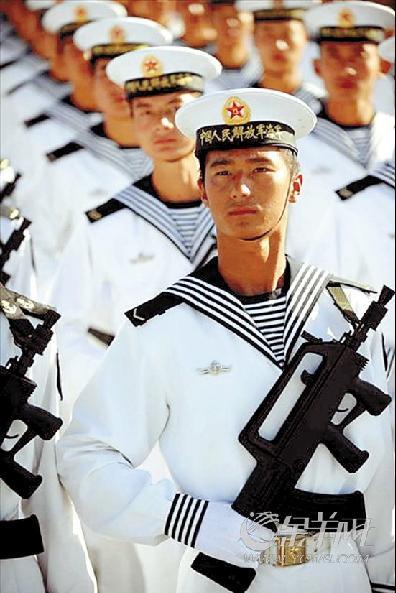 07陆军军装士官常服-阅官兵将穿新式军服亮相 女军服采用X造型更秀美图片
