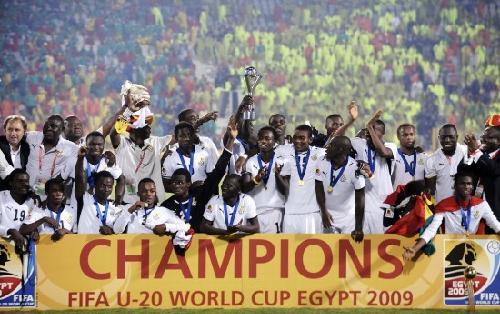 加纳vs美国交战记录_图文-[世青赛]加纳胜巴西夺冠 与冠军奖杯大合影