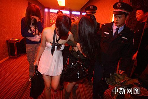 郑州扫黄公布小姐裸照引争议