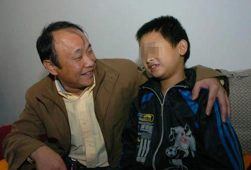 贵阳警方成功处置一起劫持儿童案 击毙疑犯救出人质图片