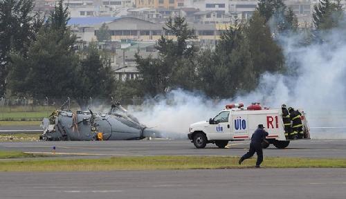 """厄瓜多尔购进的印度造""""北极星""""直升机坠毁在空中阅兵现场"""