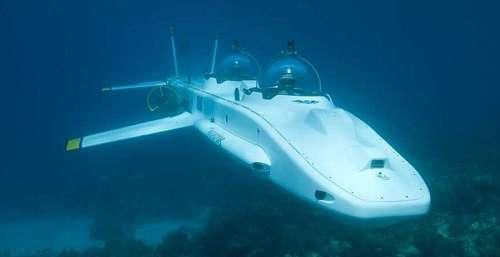美国设计的一款小型飞机模样的潜艇备受瞩目,因为它可以潜入水底一千