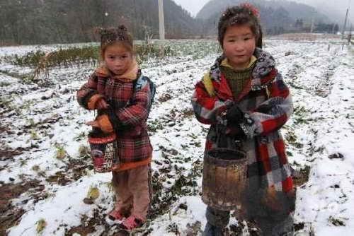 儿童女孩穿凉鞋图片