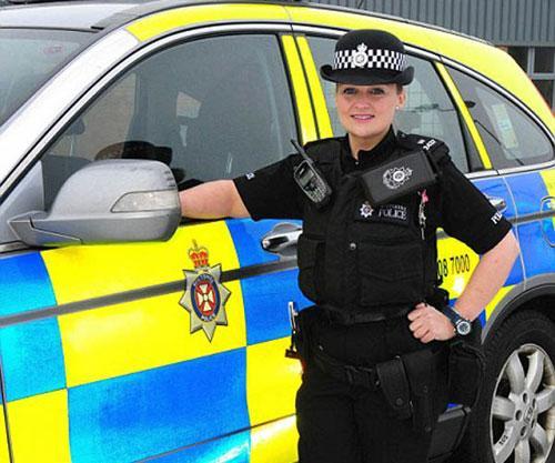 英最矮男女警察身高分别1.