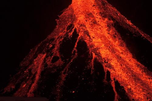 国际 冰岛南部火山爆发 > 正文    2010年4月2日消息,大西洋中脊持续