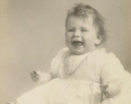 英女王今天84岁寿辰 婴儿时期老照片曝光(组图)