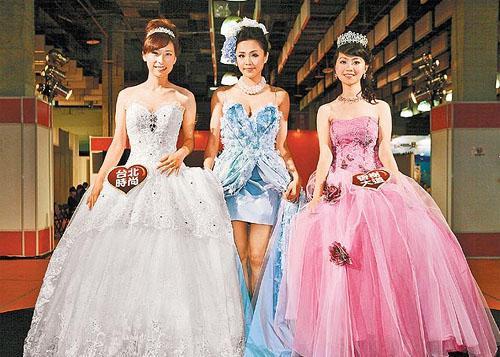 报纸婚纱步骤图片