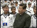 现场:习近平登战舰凝望南海 幽默鼓励水兵就打扰致歉
