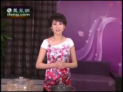美女私房菜:米线鲜虾豆腐汤;