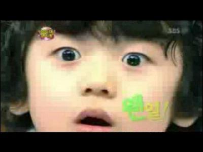 韩国小男孩的可爱表情秀