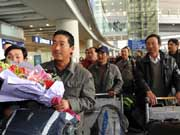 首批撤至埃及中国在利比亚人员抵京