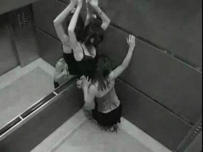 监控下电梯里合适男女