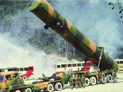 中国公布海陆空军人数 揭秘东风导弹性能