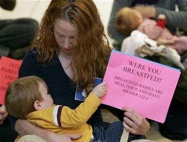 图片 > 正文   美国妇女埃米莉·吉勒特10月因在乘坐飞机时哺乳孩子
