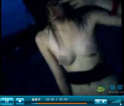 网上现广州中学女生遭脱衣暴打视频/图